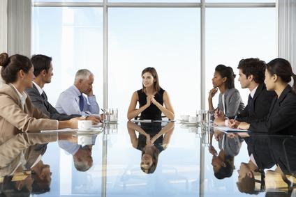 Consultants, entrepreneurs et femmes d'affaires en réunion