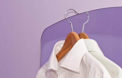 chemise blanche sur cintre